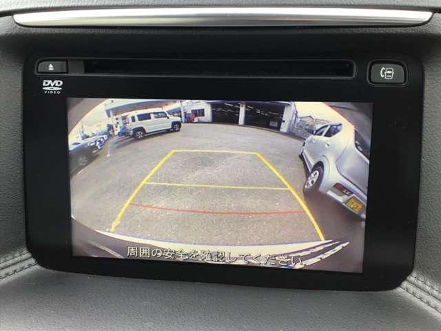 バックカメラ付きですので、車庫入れも安心☆