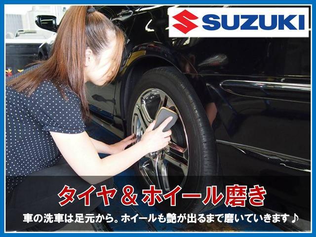 入庫した際はまず足元から綺麗に磨いていきます。当店の女性洗車スタッフが特にこだわりを持って仕上げていきますよ。納車前になればワックスを使い、さらに艶が増して見栄えが良くなります♪