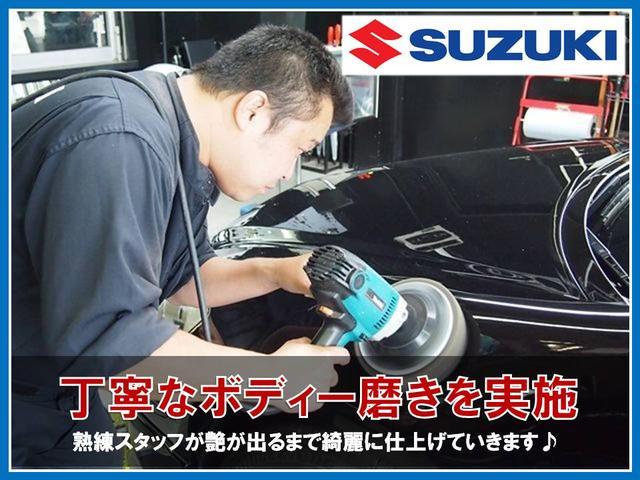 もちろんボディーも徹底的に研磨していきます。こちらはポリッシャーという機械を使用する為、特にベテランの洗車スタッフが作業致します。写真でも分かるほどの艶と輝きできっとご満足頂けると思います♪