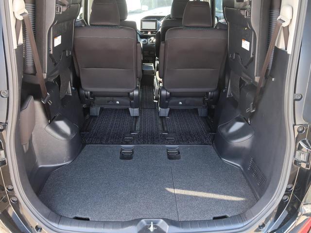 サードシートをアップすることでこの様なラゲージスペースも確保できます☆