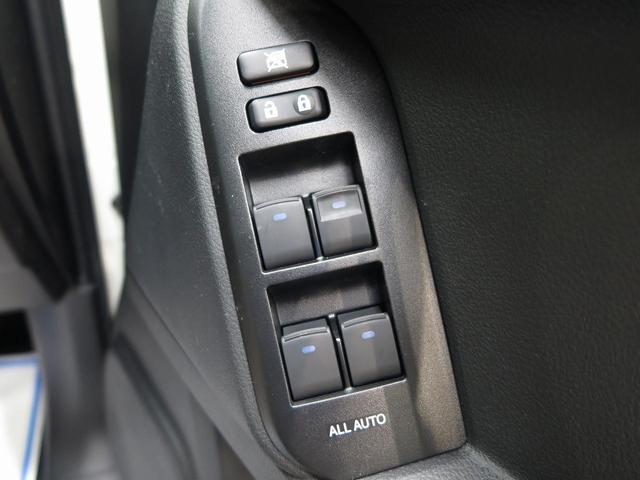 TX ムーンルーフ クリアランスソナー ルーフレール 登録済未使用車 セーフティセンス 7人乗り LEDヘッド 4WD 黒内装 オートハイビームアシスト 純正17アルミ デュアルオートエアコン(25枚目)