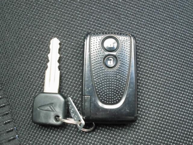 カスタム RS ターボ 社外CDデッキ HIDヘッドライト フォグランプ 電動格納ドアミラー ベンチシート アイドリングストップ 本革巻きハンドル プッシュスタート(20枚目)