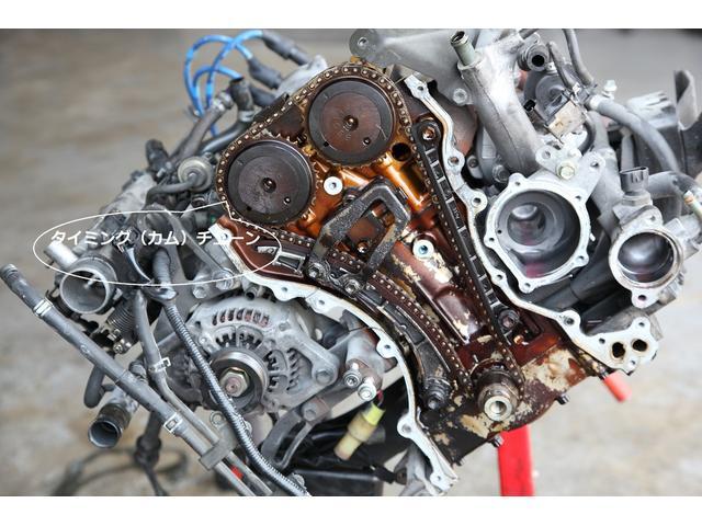 タイミングチェーンが見えてきました。K6Aエンジンはタイミングベルト式ではなく、タイミングチェーン式です。