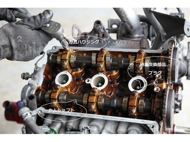 カムハウジング・ボルトを外し2本のカムシャフトを外します。K6AエンジンのJA22Wはカムシャフトが2本なのでツインカム!!F6AエンジンのJA11VやJA12Wはでカムが1本のシングルカムです。