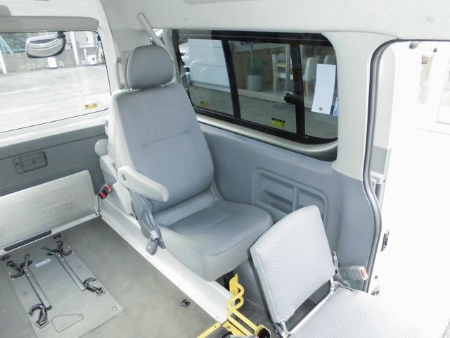 ウェルキャブ 車椅子リフト仕様 車椅子電動固定装置2基(10枚目)