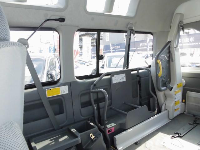 ウェルキャブ 車椅子リフト仕様 車椅子電動固定装置2基(17枚目)