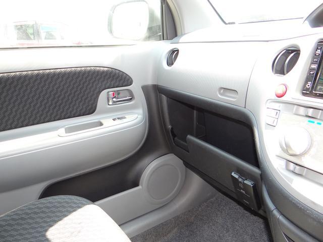 ダッシュボード周りも非常に綺麗な状態です。助手席エアバックもうれしい装備ですね!ダッシュボード周りがきれいな車両は内装がきれいな車両が多いです。大事に乗っていたんでしょうね。