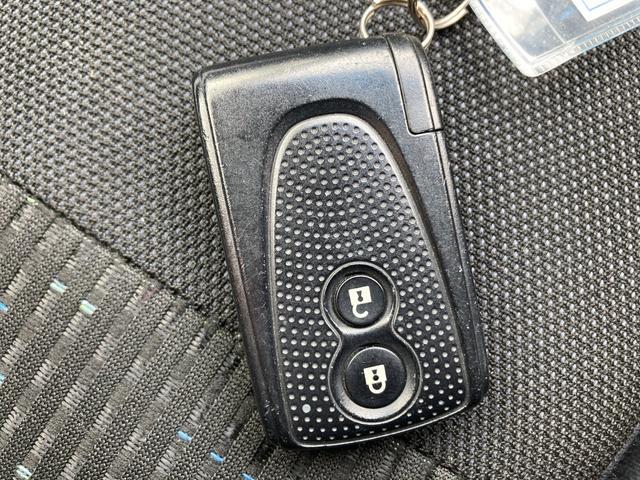 カバンやポケットに入れて持っているだけで、ボタン一つでドアを開閉でき、エンジンスタートもできます。
