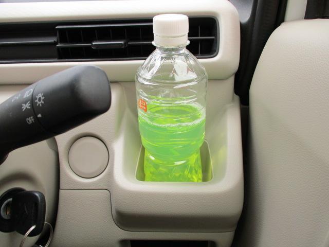 運転席の前には携帯電話などの小物も収納できる【インパネドリンクホルダー】があります