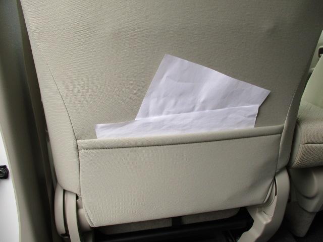 助手席の後ろには地図や仕事の資料を収納するのに便利な【シードバックポケット】があります。