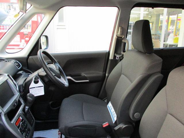 運転しやすいゆったり空間♪前席⇔後席の移動がしやすい【センターウォークスルー】です。