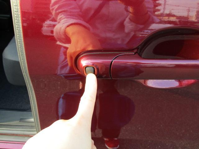スマートキーを身につけていれば、指先ひとつで自動解錠&開閉【ワンアクションパワースライドドア】