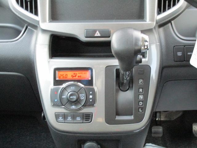設定した温度に自動調整【オートエアコン】★車内を快適に保ちます♪足元すっきりの【インパネシフト】!