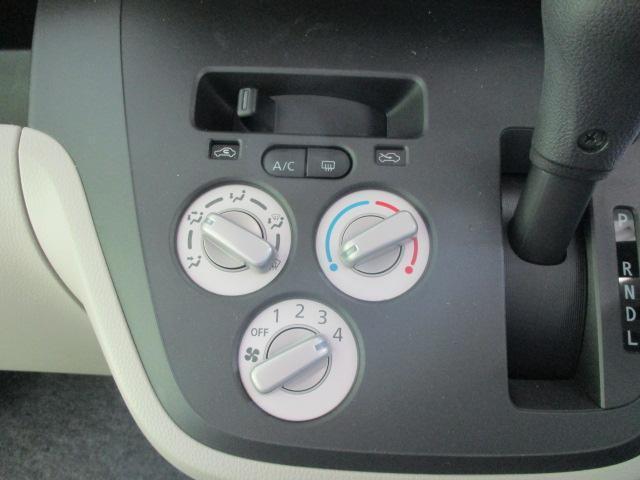 S ヘッドランプ種類 アイドリングストップシステム パワーウインドウキーレスエントリー マニュアルエアコン フロントシート形状ベンチシート2列目シート形状分割可倒 エアバッグ 運転席(10枚目)