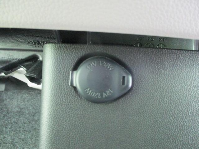 S ヘッドランプ種類 アイドリングストップシステム パワーウインドウキーレスエントリー マニュアルエアコン フロントシート形状ベンチシート2列目シート形状分割可倒 エアバッグ 運転席(12枚目)