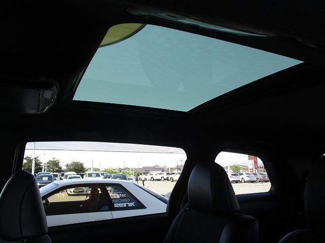 アエラス プレミアム 衝突安全装置 車線逸脱防止支援システム 横滑り防止装置 盗難防止システム ETC フリップダウンモニター サンルーフ ワンオーナー EBD付ABS アルミホイール ヘッドランプLED(16枚目)