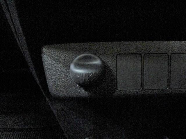 L SAIII ヘッドランプ アイドリングストップ エアバッグ 修復歴無 衝突安全装置 車線逸脱防止支援システム 横滑り防止装置 センサー パーキングアシスト アクセサリーソケット(18枚目)