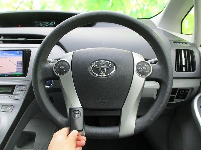 S 社外SDナビ/社外 7インチ メモリーナビ/ヘッドランプ HID/Bluetooth接続/ABS/EBD付ABS/横滑り防止装置/アイドリングストップ/DVD/TV/エアバッグ 運転席 禁煙車(13枚目)