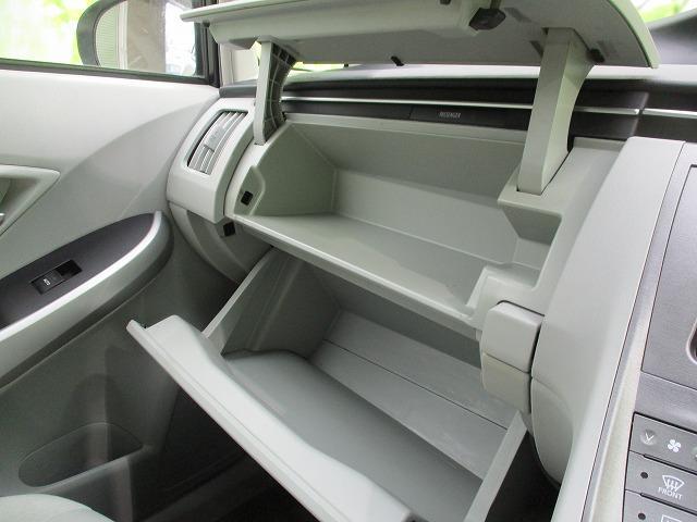 S 社外SDナビ/社外 7インチ メモリーナビ/ヘッドランプ HID/Bluetooth接続/ABS/EBD付ABS/横滑り防止装置/アイドリングストップ/DVD/TV/エアバッグ 運転席 禁煙車(16枚目)