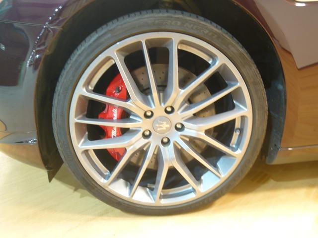 マセラティ マセラティ クアトロポルテ GT S 4人乗り セパレート リアエンタメ 可変バルブ