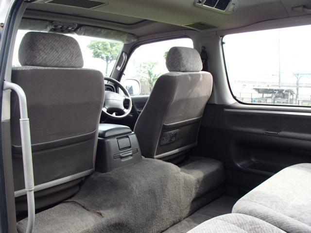 トヨタ ハイエースワゴン スーパーカスタムG トリプルムーンルーフ 3列シート