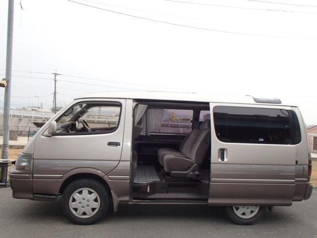 トヨタ ハイエースワゴン リビングサルーンEX トリプルムーンルーフ ディーゼルターボ