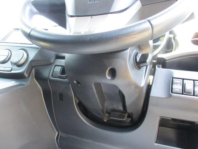 ステアチルト ハンドル高さ調整可能な快適装備です♪自分のポジションに合わせる事で運転しやすくなります♪
