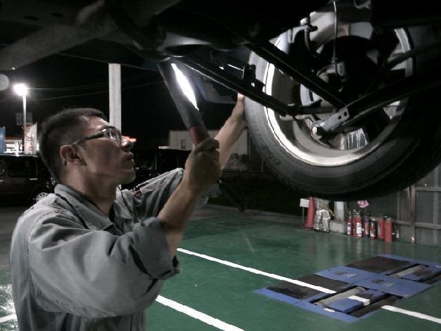 """""""足回りガタ・引きずり点検!!!!リフトに上げる作業の際には、車検整備でなくても実施してます♪ """""""