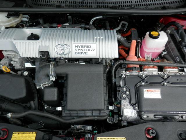 エンジンルームです。バッテリーの交換も行ってます。しっかりメンテンンスをさせて頂きました!エンジン内部の汚れはありません。安心して乗って頂ける1台です。