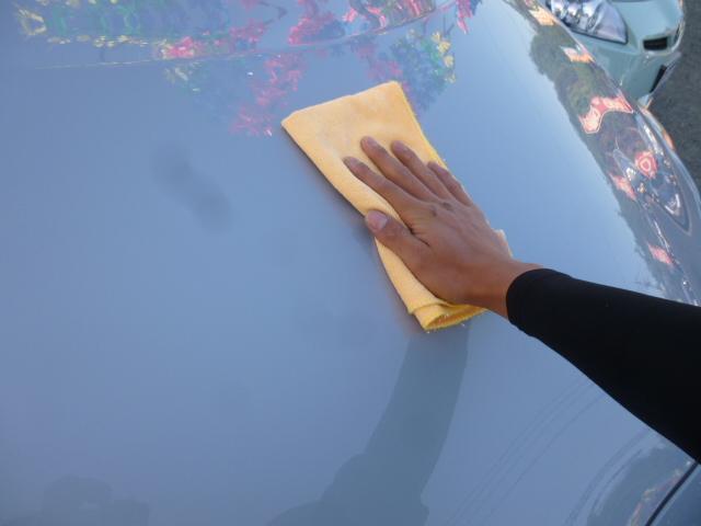 ガラスにも水垢は着きます。水垢があると光が乱反射し視界が悪くなりますので弊社では入庫時ガラスの水垢も取っております。これで快適なドライブが楽しめますね!!
