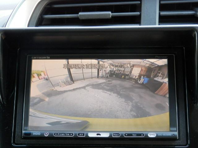 バックカメラ機能付きです。バックする際に後方の様子を上に表示してくれます。バック駐車がスムーズに行えます。