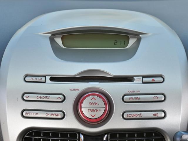 純正CDデッキ!その他、ナビや今や必需品となりましたドライブレコーダー等のアフターパーツ取り付けやガラスコーティングもセカンドカーズにご相談ください!