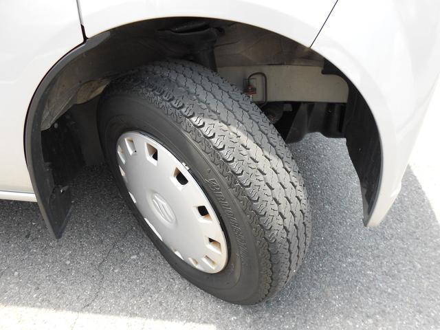 タイヤの残溝も残ってます♪ホイールキャップも付いてます♪