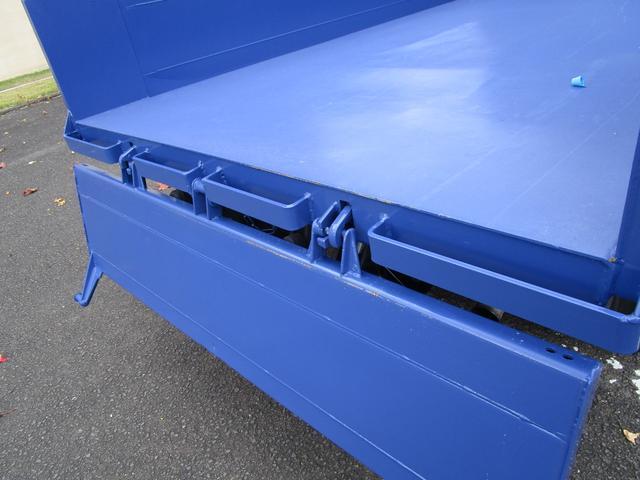全低床ダンプ3トン4ナンバー ・内外装クリーニング仕上げ・3トン積4ナンバー・運転席エアバック・ABS・ブリッジフック・リアゲートチェーン・メッキパーツ・左側電動格納ミラー・イージーゴー・4900ccディーゼルターボ(12枚目)