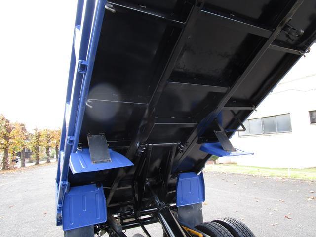 全低床ダンプ3トン4ナンバー ・内外装クリーニング仕上げ・3トン積4ナンバー・運転席エアバック・ABS・ブリッジフック・リアゲートチェーン・メッキパーツ・左側電動格納ミラー・イージーゴー・4900ccディーゼルターボ(25枚目)