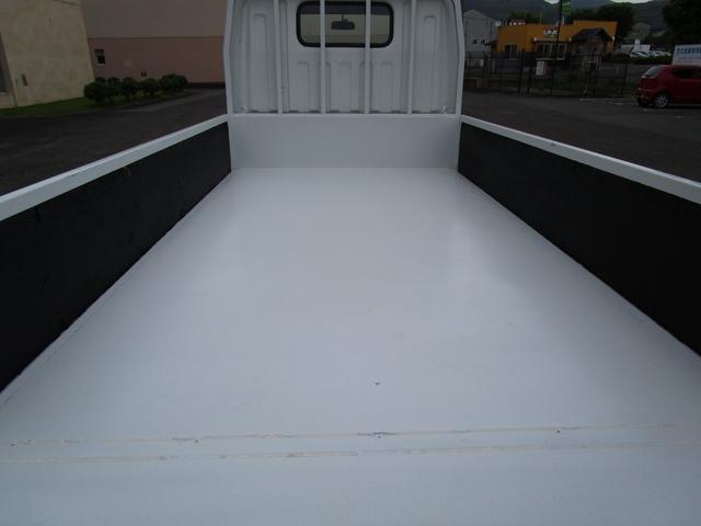 2トン全低床平ボディー垂直パワーゲート付 ・内外装クリーニング仕上げ・ワンオーナー車・記録簿・運転席エアバック・ABS・左側電動格納ミラー(8枚目)