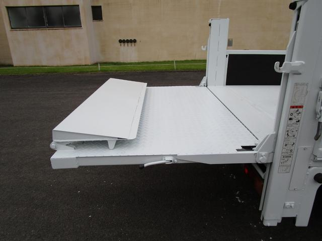 2トン全低床平ボディー垂直パワーゲート付 ・内外装クリーニング仕上げ・ワンオーナー車・記録簿・運転席エアバック・ABS・左側電動格納ミラー(10枚目)
