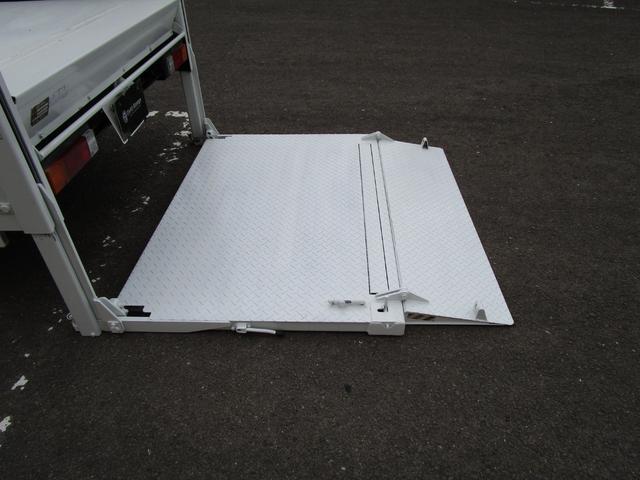 2トン全低床平ボディー垂直パワーゲート付 ・内外装クリーニング仕上げ・ワンオーナー車・記録簿・運転席エアバック・ABS・左側電動格納ミラー(12枚目)