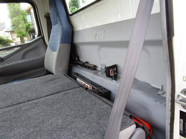 2トン全低床平ボディー垂直パワーゲート付 ・内外装クリーニング仕上げ・ワンオーナー車・記録簿・運転席エアバック・ABS・左側電動格納ミラー(20枚目)