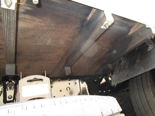 2トン全低床平ボディー垂直パワーゲート付 ・内外装クリーニング仕上げ・ワンオーナー車・記録簿・運転席エアバック・ABS・左側電動格納ミラー(23枚目)