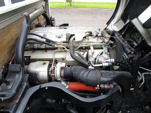 2トン全低床平ボディー垂直パワーゲート付 ・内外装クリーニング仕上げ・ワンオーナー車・記録簿・運転席エアバック・ABS・左側電動格納ミラー(26枚目)