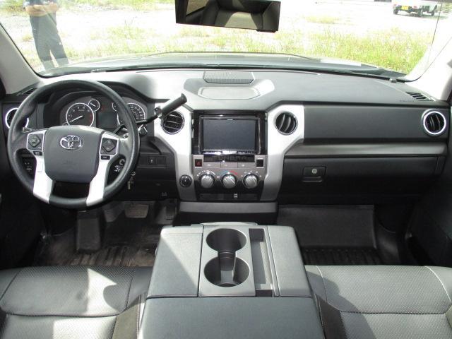 米国トヨタ タンドラ クルーマックス SR5 オーバーフェンダー 20インチAW