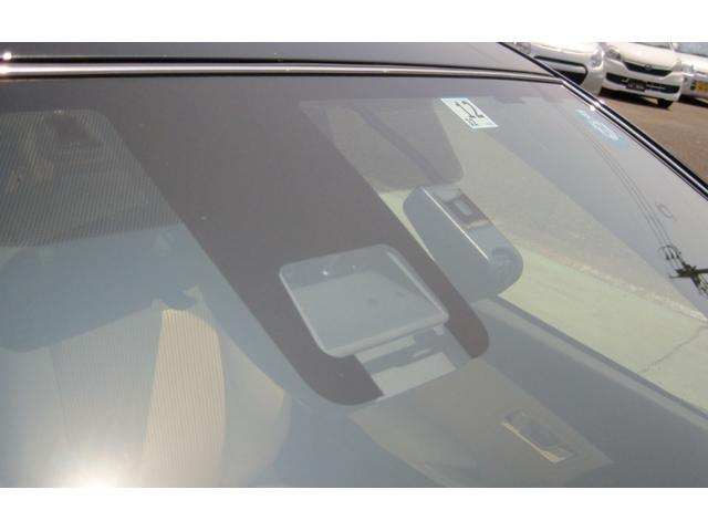 レーダーブレーキサポート(カメラで前方の車への衝突を防いでくれ ます!フロントガラスにカメラが付いています!カメラが前方の危険を感知してブレーキのアシストをしてくれます。