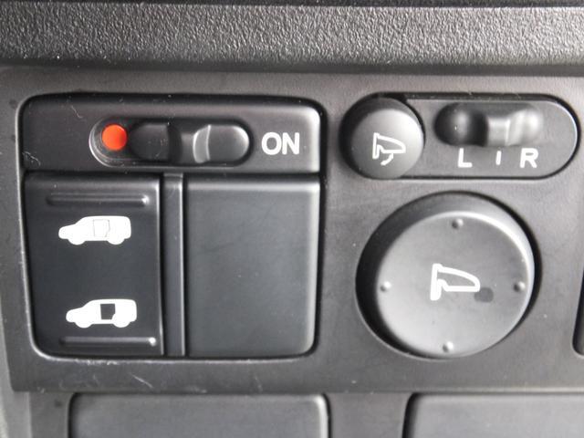 運転席から左側のスライドドアの開閉が出来ます♪