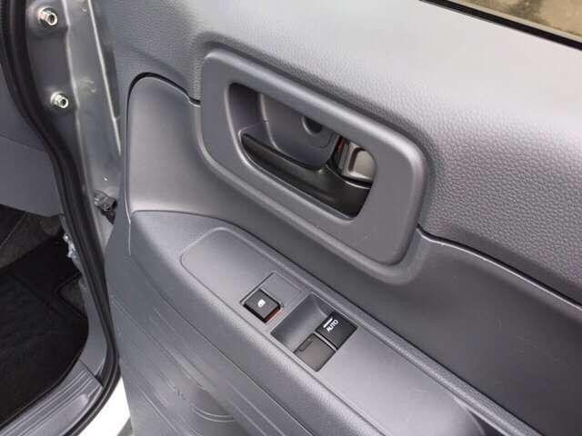 パワーウインドウのスイッチは、運転席のドアにあります。