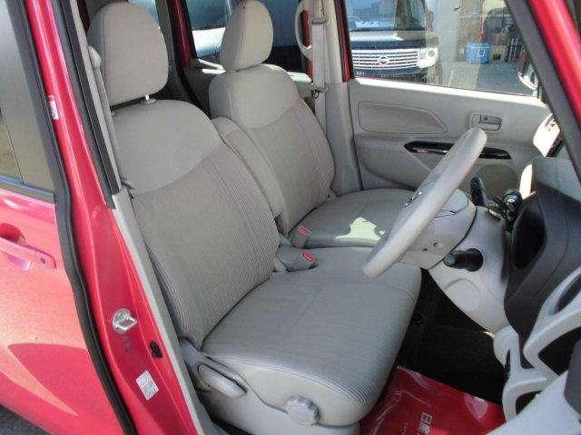 運転席からの視界もよく、どなたがお乗りにんられても運転しやすい車両になっていますよ。