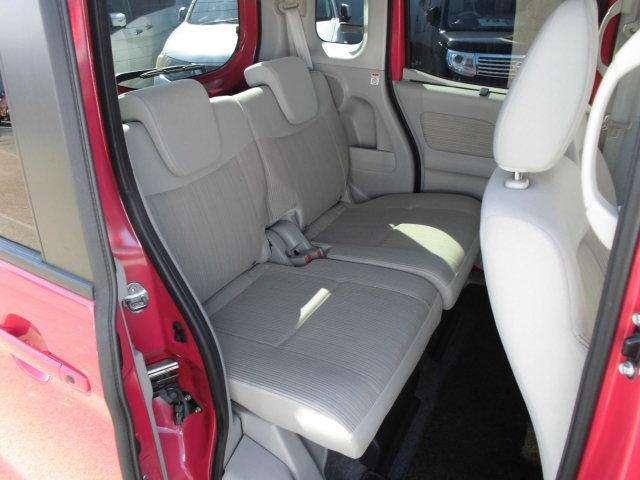 後部座席もゆったりと座ることができますよ。