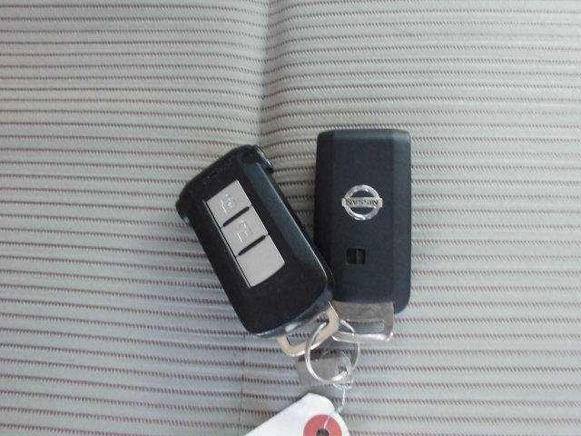 インテリジェントキーなので、カバンやポケットに入れたままでもドアロックの開閉やエンジンの始動も可能ですよ。