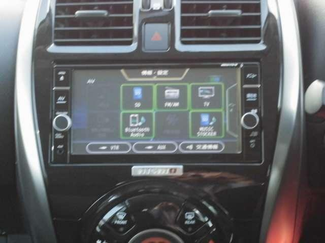 ブルートゥースやDVD再生機能も付いていますので車内を退屈させません。