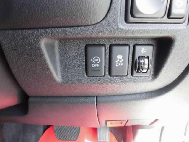 アイドリングストップ機能も付いているので環境にも優しい車両ですよ。